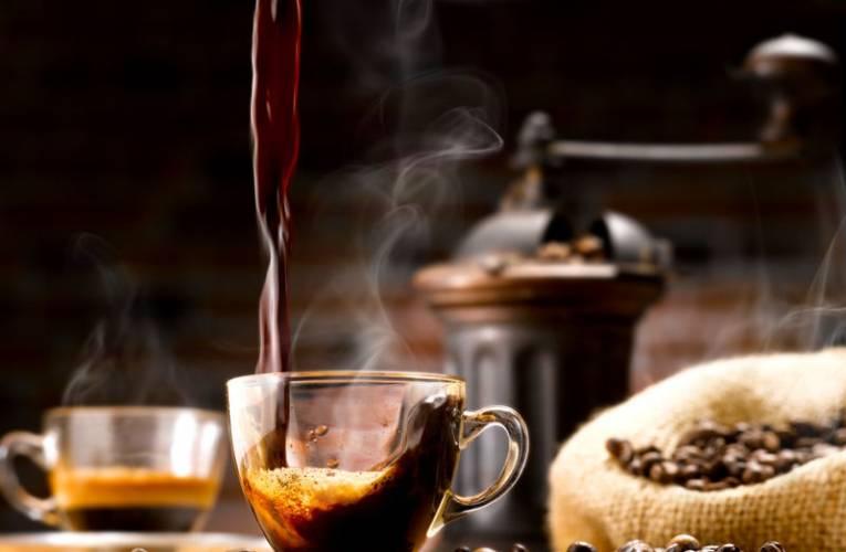 Jak zaparzyć najlepszą kawę? Jak wybrać ziarna kawy do mielenia?