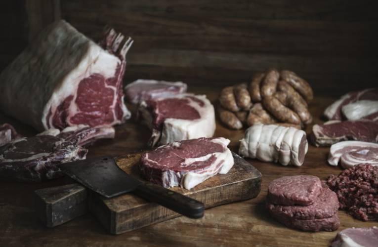 Najzdrowsze gatunki mięs – po które rodzaje warto sięgać i w jakiej formie je podawać?